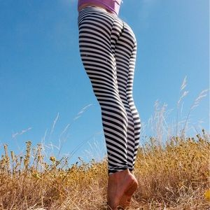 Teeki Striped Hot Pants / Yoga Leggings
